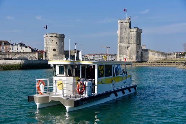 Historique de la société, Volta, 2 passeurs à La Rochelle
